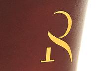 emblema-na-chehol-r